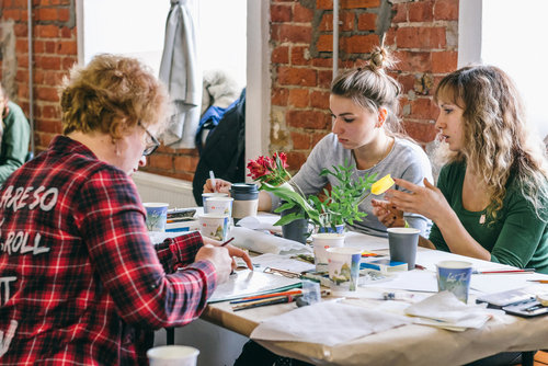 women doing art therapy